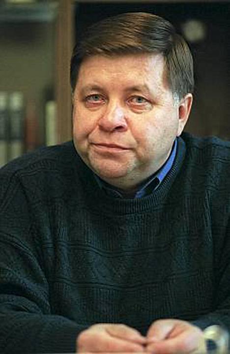 Karjalan Sanomien päätöimittaja Robert Manner.