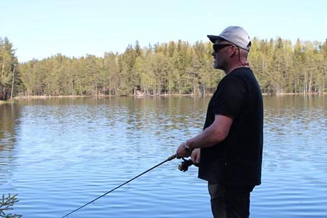 Markku Liuski käy Storträskillä kalassa muutaman kerran vuodessa.