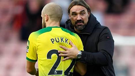Teemu Pukin kuiva kausi puhuttaa Britanniassa. Daniel Farken (oik.) luotsaama Norwich on valahtanut Valioliigan jumbosijalle.