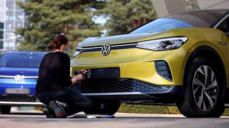 Volkswagen ID.4 -mallin veikataan olevan yksi lähivuosien voittajista sähköautomarkkinoilla.