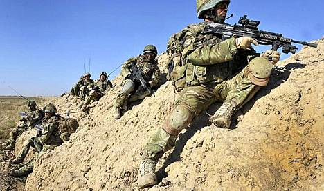 Brittisotilaita Afganistanissa. Joukoille suunnitellaan huippumoderneja varusteita.