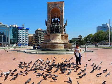 Istanbulin Taksim-aukio oli tyhjentynyt vallankaappauksen kuivuttua kokoon
