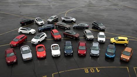Kuvassa kaikki Vuoden auto Suomessa 2017 -ehdokkaat eli Alfa Romeo Giulia, Audi A5, Audi Q2, BMW i3, Fiat 124 Spider, Ford Ecosport, Ford Edge, Ford Ka+, Hyundai Ioniq, Jaguar F-Pace, Kia Niro, Kia Optima, Kia Sportage, Lexus RX, Mercedes-Benz E-sarja, Peugeot 3008, Porsche 718 Boxster/Cayman, Renault Espace, Renault Mégane, Renault Talisman, Seat Ateca, Tesla Model X, Toyota Prius, Volkswagen Tiguan, Volvo S90/V90