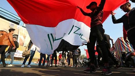 Hallinnon vastaisia mielenosoittajia Tahririn aukiolla Bagdadissa.