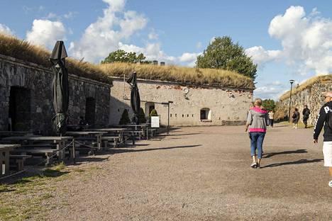 Walhalla sijaitsee Suomenlinnassa Kustaanmiekan saaren linnakkeessa.