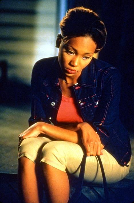 Nainen (Monica Arnold) ajautuu kiellettyyn suhteeseen.