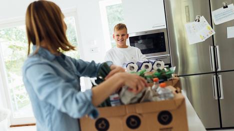 Kaikista K-Ruoka-verkkokaupoista saa myös kodintarvikkeita ja K-Citymarketien valikoimissa on alati kasvava määrä käyttötavaratuotteita, esimerkiksi leluja sekä koulutarvikkeita.