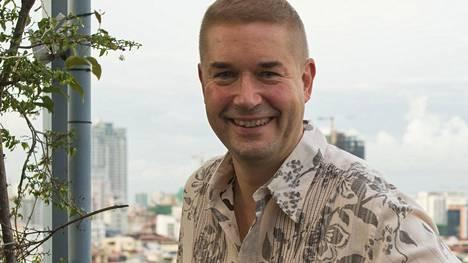 Marco Bjurström matkasi Kambodzhaan opettamaan tanssia orpokodissa asuville nuorille.