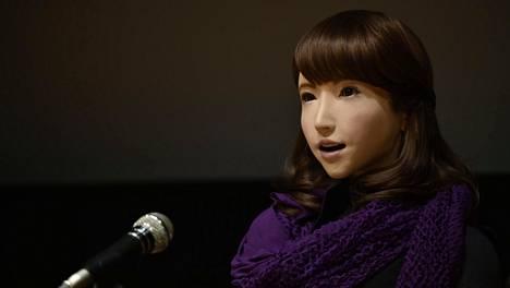 Erica-robotti kehiteltiin alun perin vastaanotto- ja asiakaspalvelutehtäviin. Nyt se päätyy uutistenlukijaksi.