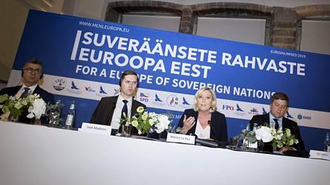Oikeistopopulististen puolueiden liittouma -kokous Tallinnassa. Vasemmalta Manuel Vescovi, Jaak Madison, Marine Le Pen ja Olli Kotro.