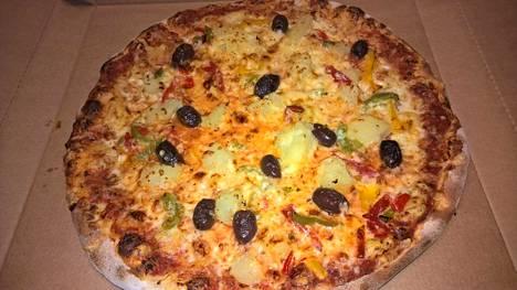 Ihmiskoe, osa 5. Mozzarellaraaste, oliivi, päärynä, paprika – melkein kuin oikea pizza. Tällaisen voisi ehkä jossakin mielentilassa tilata ilman ihmiskoettakin. Miellyttävän lempeä ja hedelmäinen. Päärynän makeus pehmensi oliivien suolaisuutta.