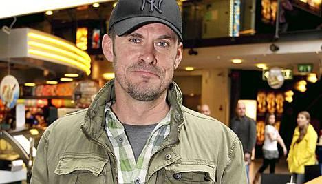 Tommi Korpela kertoi krapulakokemuksestaan Kauhea kankkunen 2 -elokuvan ensi-illassa.