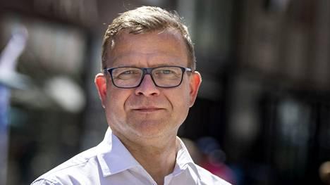 Kokoomuksen puheenjohtaja Petteri Orpo kampanjoi Turun vaalikadulla viikko sitten 11. kesäkuuta.