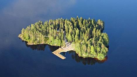 30 kilometrin pituinen Nuasjärvi rajoittuu Sotkamon kunnan ja Kajaanin kaupungin alueeseen.