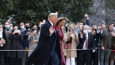 Presidentti Donald Trump ja ensimmäinen nainen Melania Trump poistuivat Valkoisesta talosta ennen Georgian-matkaansa lauantaina.