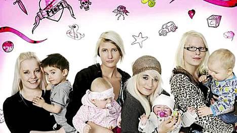 Kuvassa vasemmalta Sanna ja Emran, Tanja ja Oona, Teya ja Aurora sekä Sarita ja Nicklas.