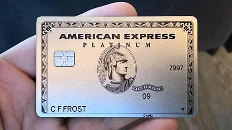 American Express Platinumista tuli metallinen.