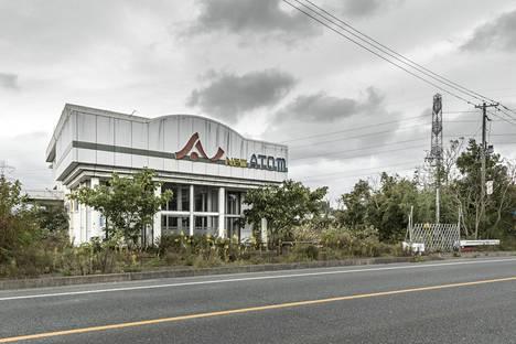 Ennen Fukushiman onnettomuutta New Atom oli pachinko-pelihalli. Nyt se on ollut hylättynä vuosia.