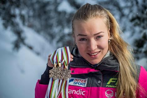 Korva hiihti pronssille jokaisessa alle 20-vuotiaiden henkilökohtaisessa MM-startissa Lahdessa tammikuussa 2019. Samalla hän nousi rakentin lailla koko kansan tietoisuuteen.