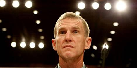 Naton Afganistan-joukkojen komentaja, kenraali Stanley McChrystal ei usko al-Qaida-verkoston kaatuvan ennen kuin sen johtaja Osama bin Laden on kuollut.