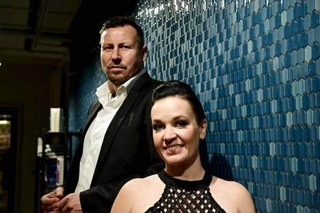 Harri Gustafsberg on tehnyt kirjan yhdessä kirjailija Heidi Holmavuon kanssa.