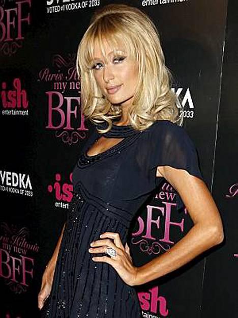 Paris Hilton on kuvannut viime ajat Lontoossa uutta sarjaansa.