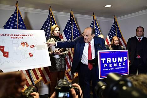 Trumpin henkilökohtaisen asianajajan Rudy Giulianin mukaan Trumpilla on vielä monta tietä voittoon.