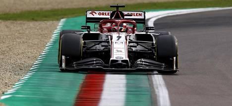 Kimi Räikkönen äänestettiin Imolan kisan parhaaksi kuljettajaksi.