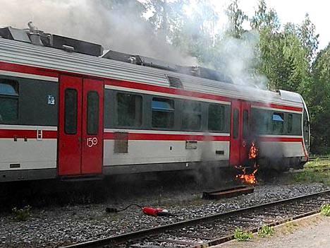 VR:n kiskobussin vaunu syttyi tuleen Punkaharjulla viime viikolla.