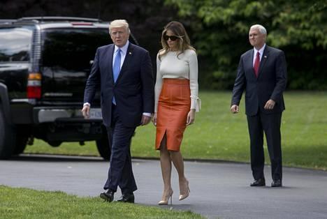 Tällaisessa asussa rouva Trump lähti kohti Saudi-Arabiaa.