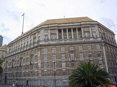 Thames House Lontoossa on Britannian tiedustelupalvelun päämaja.