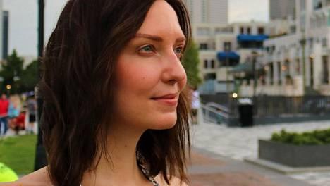 Johanna Anttila vaihtoi työt lastenkodissa näyttelijän ammattiin.