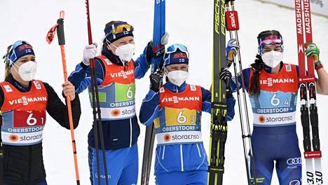 Pronssinaiset vasemmalta oikealle: Jasmi Joensuu, Johanna Matintalo, Riitta-Liisa Roponen ja Krista Pärmäkoski.