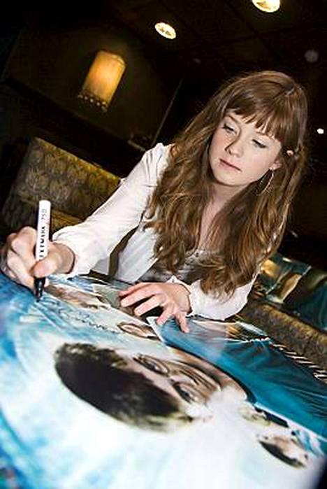 Bonnie Wright näyttelee Ron Weasleyn siskoa Harry Potter-saagassa.
