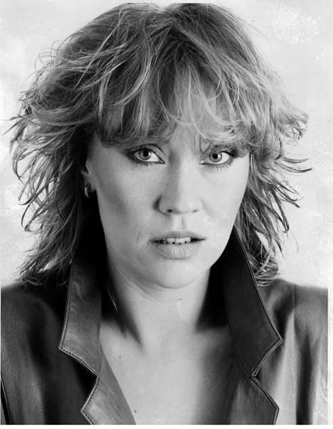 1983: Abba oli lopettanut, ja Agnetha keskittyi soolouraan. Hän julkaisi levyn Wrap Your Arms Around Me.