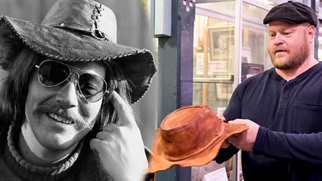 Huutokauppayrittäjä Sami Taustila (oik.) uskoo, että kyseessä todella on Irwin Goodmanin (vas.) entinen hattu.