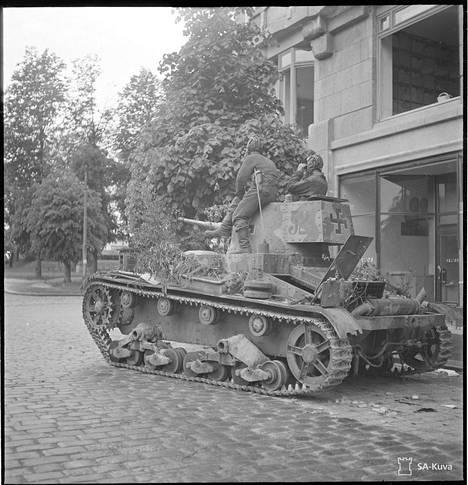 Suomalainen panssari Viipurissa. Käytännössä suomalaisilta ei riittänyt vastusta venäläisten tankkivyörylle.