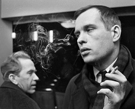 Ohjaaja Jörn Donner filminsä Mustaa valkoisella esityksessä maaliskuussa 1968.
