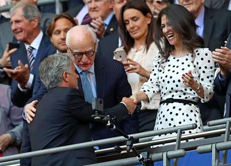 Manchester Unitedin silloinen manageri Jose Mourinho tervehti Marina Granovskaiaa Englannin cupin loppuottelussa 2018. Granovskaia vaikutti voimakkaasti siihen, että Mourinho sai kaksi mahdollisuutta Chelseassa.
