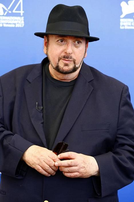 Los Angeles Timesin mukaan elokuvantekijä James Toback on myös ahdistellut kymmeniä naisia urallaan.