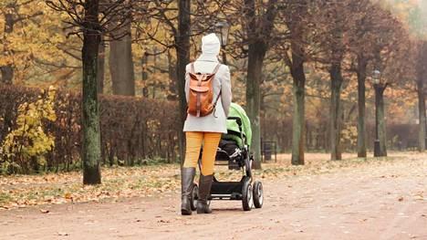 Lapsen syntymä voi tuoda mukanaan yksinäisyyttä. Kuvituskuva.