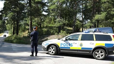 Ruotsissa on käynnissä valtava poliisioperaatio panttivankitilanteen takia.