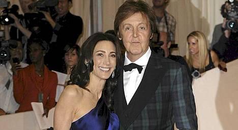 Paul McCartney ja Nancy Shevell saapuivat Metropolitan Museoon hyväntekeväisyysgaalaan muutama päivä sitten.