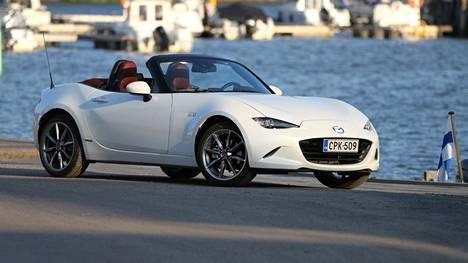 Mazda MX-5 ei ole monen muun automallin tapaan paisunut, vaan se on pysynyt suunnilleen samoissa mitoissa kuin syntyessään yli 30 vuotta sitten.