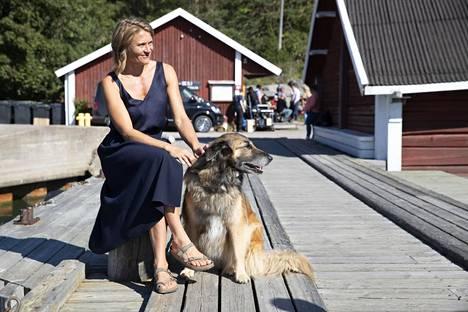 Inka Kallén on Odotuksen toinen käsikirjoittaja.