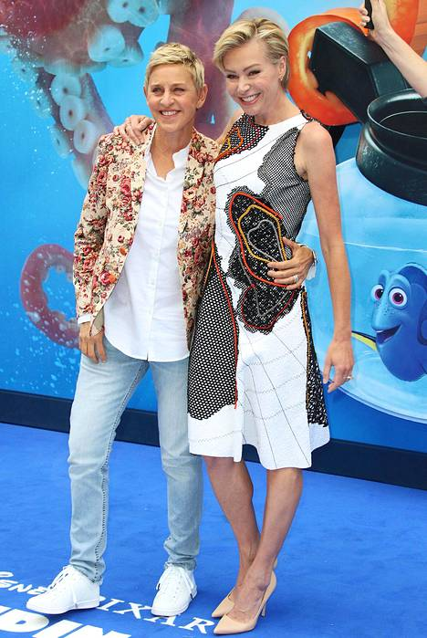 Kuvassa Ellen DeGeneres vaimonsa Portia de Rossin kanssa.