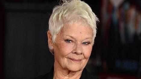 Dame Judi Dench oli pitkään arvostettu ja palkittu teatterinäyttelijä. Filmitähti hänestä tuli yli 60-vuotiaana.