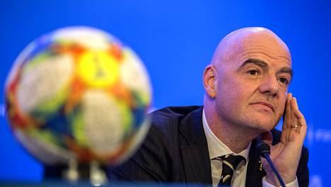 Gianni Infantino haluaa laajentaa MM-kisoja.