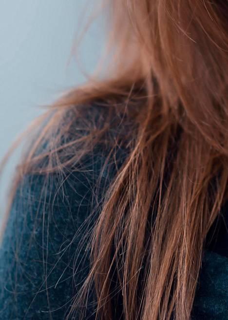 Hiukset alkavat repsottaa ensimmäiseksi latvoista, sillä siellä hius on kaikkein iäkkäimmillään. Vahinkoa hiukselle aiheuttavat fysikaalinen käsittely, kuten lämpölaitteet ja liian tiukat ponnarit. Kemiallisen vahingon takana on hiusten värjäys sekä erilaiset käsittelyt, kuten permanentti ja suoristushoidot.