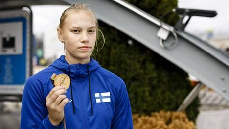 Saga Vanninen voitti seitsenottelun. Hän lähti kisaan kultasuosikkina.